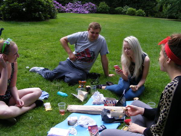 some of SOMA members picnic at the arboretum